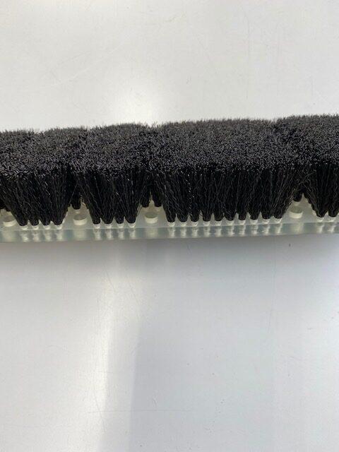 樹脂にブラシ毛材を植え込む製品の例